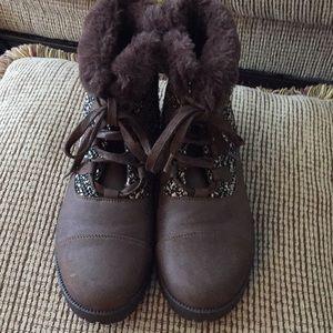 Woman's faux suede boots w/fur